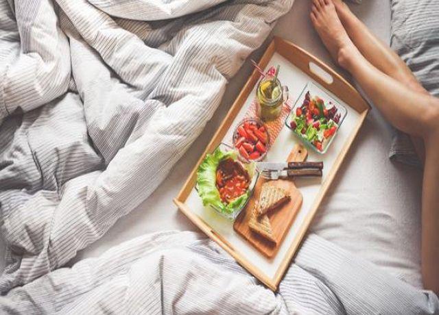 Бессонница влияет на аппетит